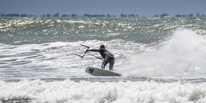 Ecole-kitesurf-la-tranche-sur-mer-jibe